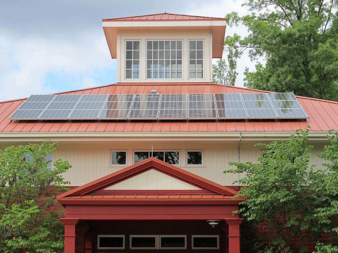 Paneles solares instalados en casa