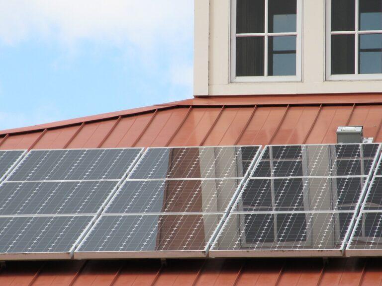 ¿Cómo calcular cuántos paneles solares necesito para una casa? Guía 2021.